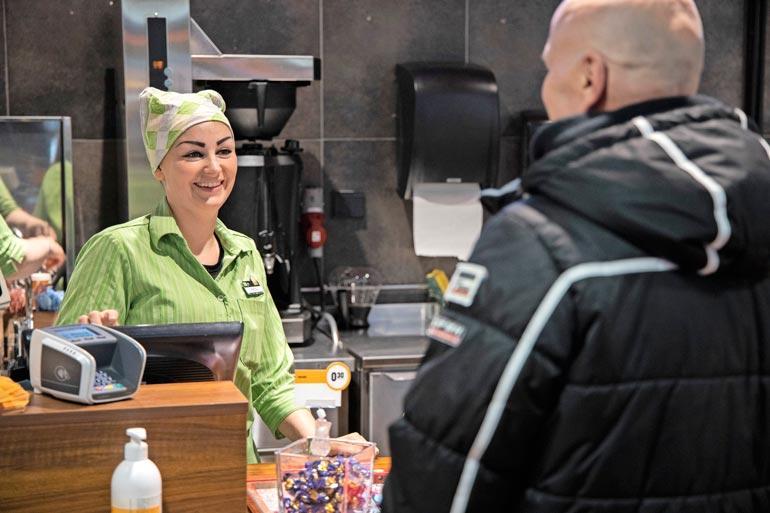 Tangokuningatar ei koskaan irtisanoutunut vakituisesta työpaikastaan ABC-huoltoasemalla.