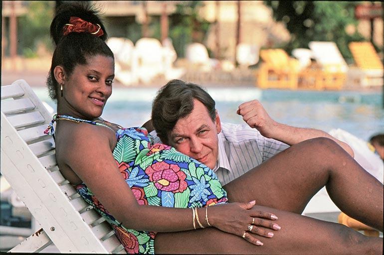 Ana kutsuu ex-ministeri Urpo Leppästä elämänsä mieheksi.  – Kaipaan yhdessäoloa Urpon kanssa, kymmenen vuotta leskenä ollut latinokaunotar sanoo.  Kuva on vuodelta 1992.