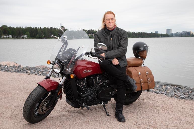 Moottoripyöräily on Tommin rakas harrastus. – Meillä on ystäväporukka, jonka kanssa käymme ajelemassa kahvilla tai nähtävyyksiä katsomassa.