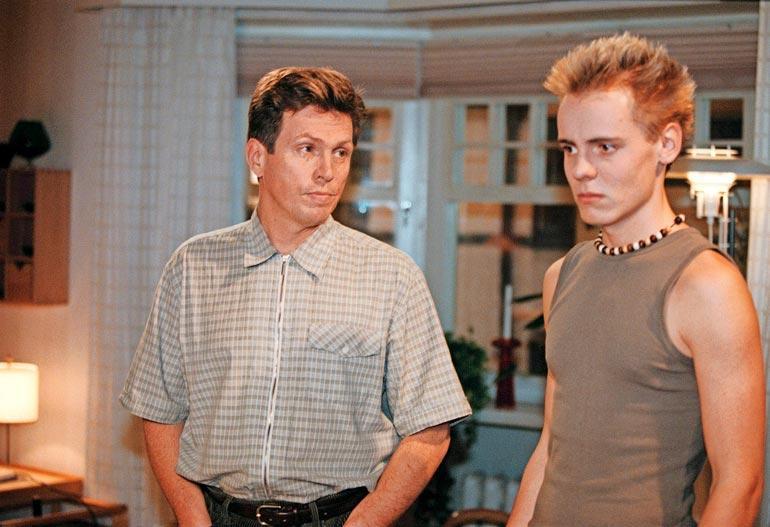 Jasper Pääkkönen näytteli 1999–2002 Salatuissa elämissä. Hän palasi Saku Salinin rooliin 18 vuoden tauon jälkeen viime kesänä Pihlajasatu-sarjan toisella tuotantokaudella.