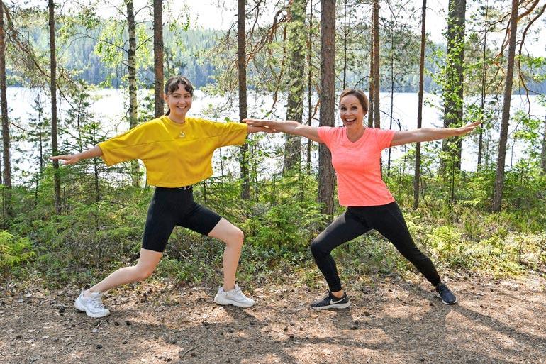 Äidin ja tyttären yhteisiin harrastuksiin kuuluu muun muassa jooga ja lenkkeily.