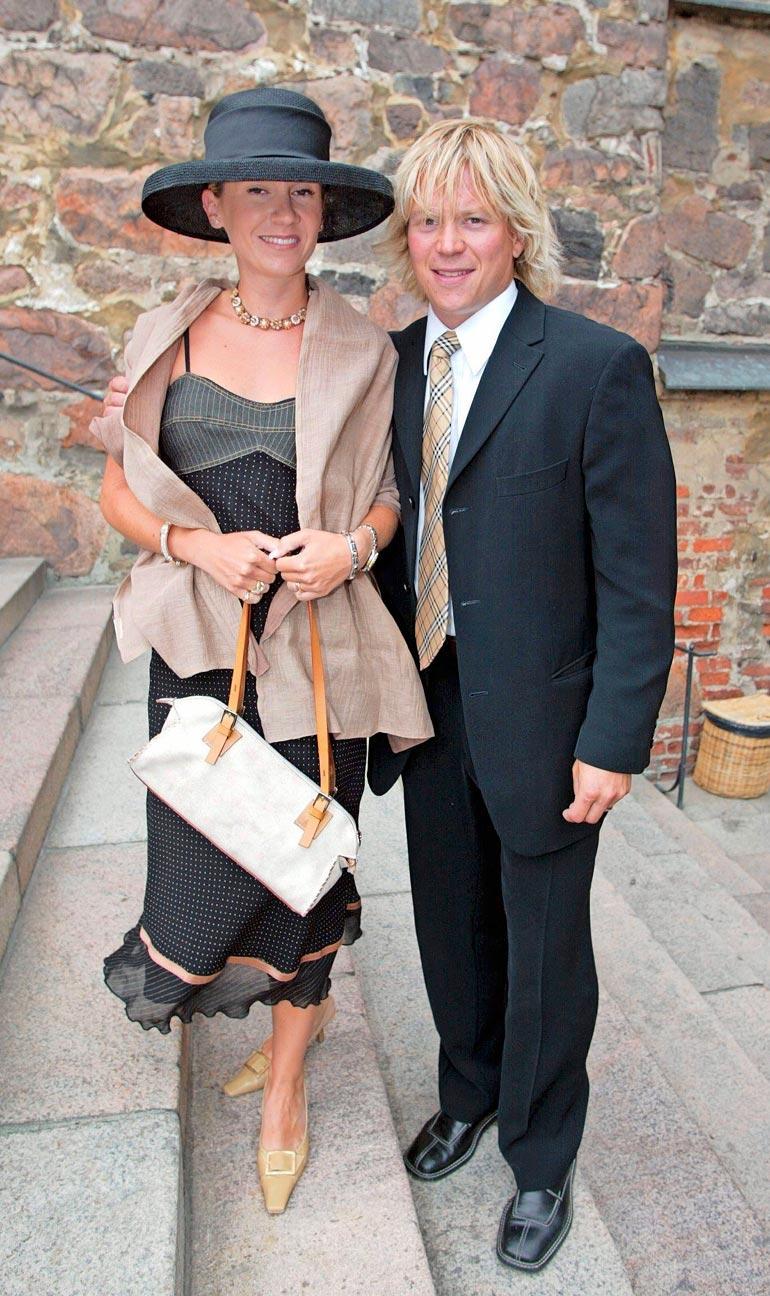 Riina ja Petteri Nummelin ovat olleet naimisissa 30 vuotta. Heillä on liitosta kolme lasta.
