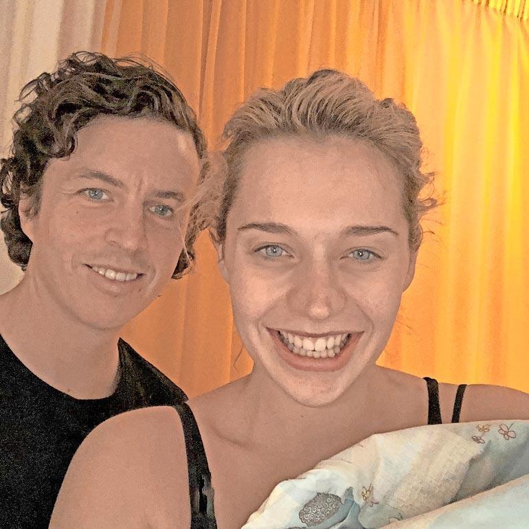 Mia muutti maalle Helsingin keskustasta koronakevään seurauksena. Hän pakkasivat auton aviomiehensä Joel Roosin kanssa ja lähti maaseudun rauhallisiin maisemiin.