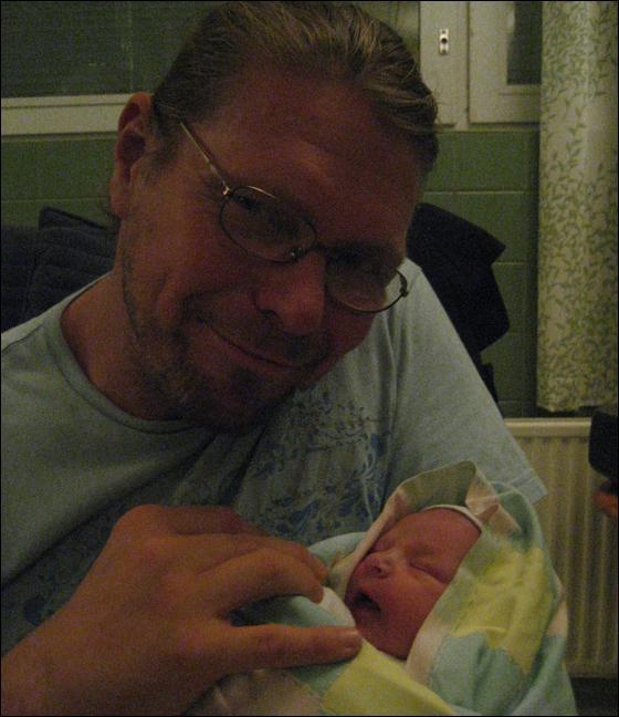 Pornotähti Henry Saari sai vauvan - KUVA!