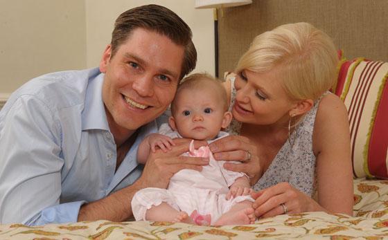 Linda Lampenius ja aviomies Martin esittelevät hellyttävän Olivia-vauvan!