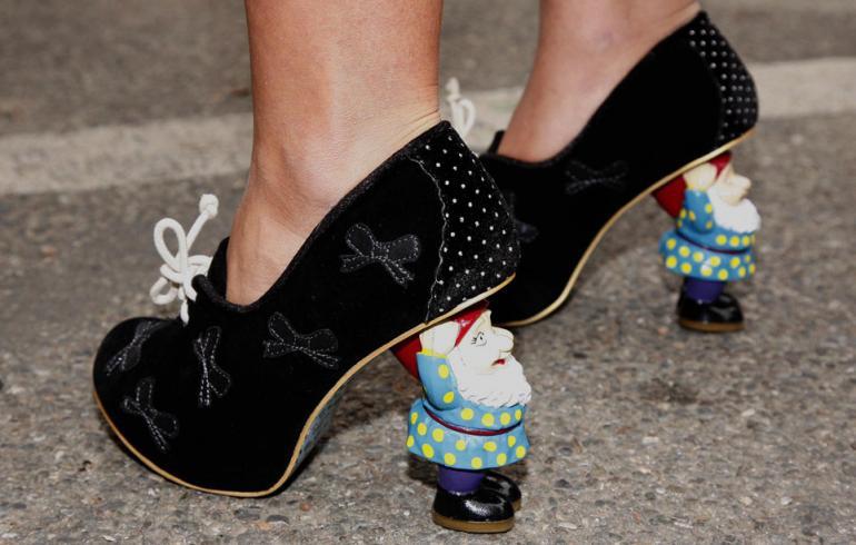 Muotiviikkojen hurjimmat kenkäbongaukset - tällaisia korkoja et olisi uskonut näkeväsi!
