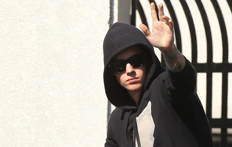 Onko Bieberillä toivoa - oma isä kannusti kännikilpa-ajoon!