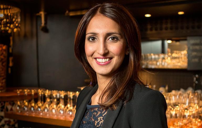 Nasima Razmyar kihloihin - tässä on supersöpö Johan-kulta!