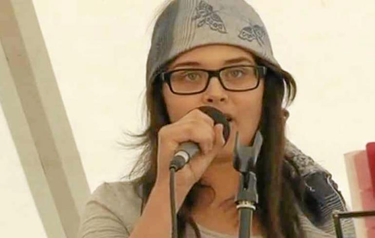 YouTuben valloittanut kieli-ihme Sara laulaa baptistien telttakokouksessa - videolinkki!