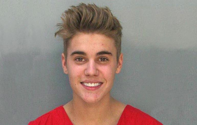 Bieber halutaan karkottaa Yhdysvalloista - nyt kantaa otti jo Michelle Obamakin!