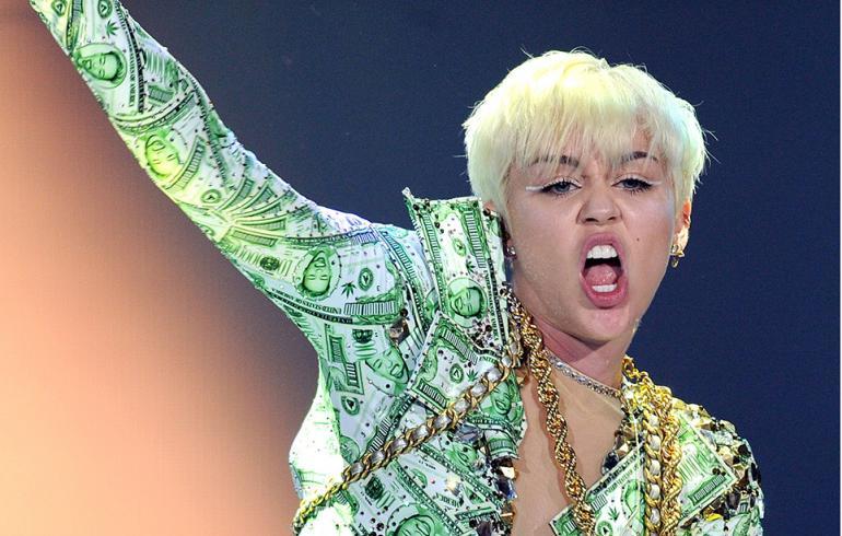 Miley Cyrus kohautti keikalla: kovia huumeita, kiroilua ja…orgiat!