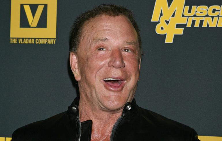 Mickey Rourken tyyli järkyttää - jösses, mikä tukka! Kuvat!