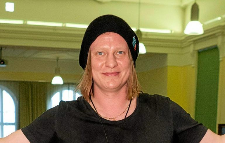 Suomipop-juontaja Jaajo Linnonmaasta tuli isä!