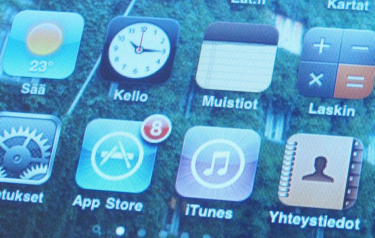 Ihmiset tyrkkäsivät iPhonensa mikroon - luulivat akun latautuvan!