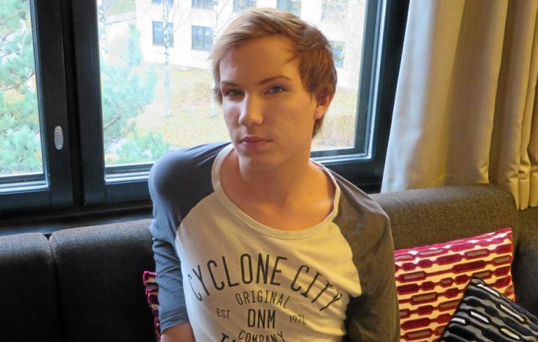 BB-Joni hempeili homoravintolassa komean miehen kanssa - kuva