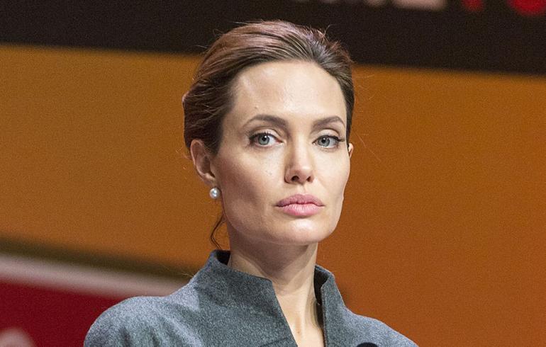 Angelina Jolie vaihtoi maisemaa: elokuvan ensi-illasta pakolaisleirille!