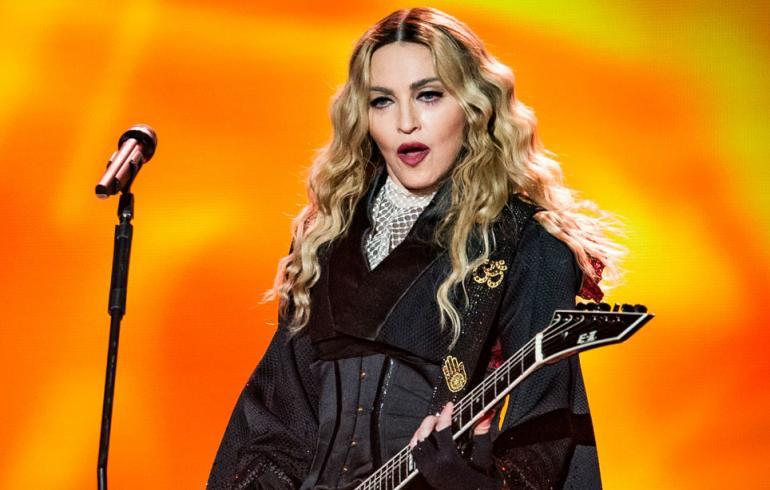 Madonna lensi Lontooseen – pojalta hyytävä vastaanotto!