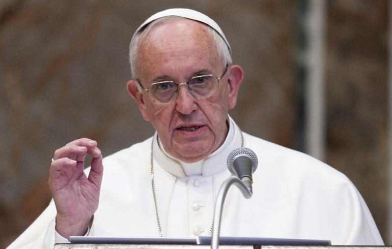 Paavi herätti närää somessa - unohti osan lampaistaan?