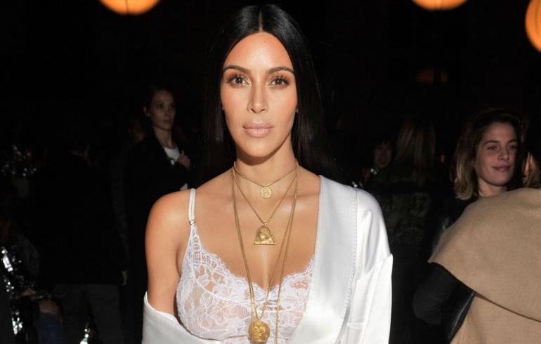 Lehtiväite: Kim Kardashian syyttää ryöstöstä itseään!