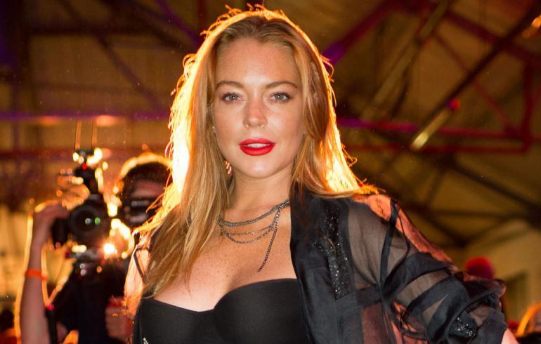 Lindsay Lohanin sormenpala repeytyi irti – ällöttävä kuva ei herkille!