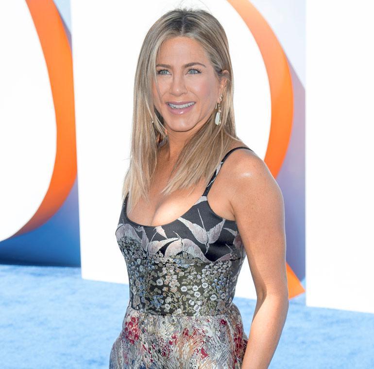 Ennen kuin Jennifer Anistonista, 47,  tuli ihailtu Frendit-tähti, hän elätti itseään puhelinmyyjänä – tosin vain muutaman viikon. – Vihasin soitella ihmisille yhtä paljon kuin he vihasivat vastata puheluihini, Jennifer on myöhemmin kuvaillut työmotivaatiotaan. Ennen filmiuraa Jennifer ehti touhuta myös pyörälähettinä ja tarjoilijana.
