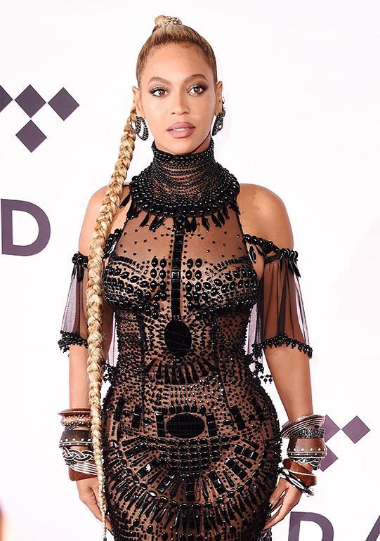 Superstara Beyoncé, 35, valmistautui vuonna 2006 Dreamgirls-elokuvaan sitruunadieetillä, jossa nautitaan ainoastaan sitruunamehusta, vaahterasiirapista, cayennepippurista ja vedestä tehtyä nestesekoitusta. Beyoncé antoi itselleen luvan kuitenkin lipsua lääkärien tuomitsemasta laihdutusmenetelmästä. Tähti piti dieettinsä aikana kerran viikossa herkkupäivän, jolloin hän nautiskeli pizzaa ja viiniä.