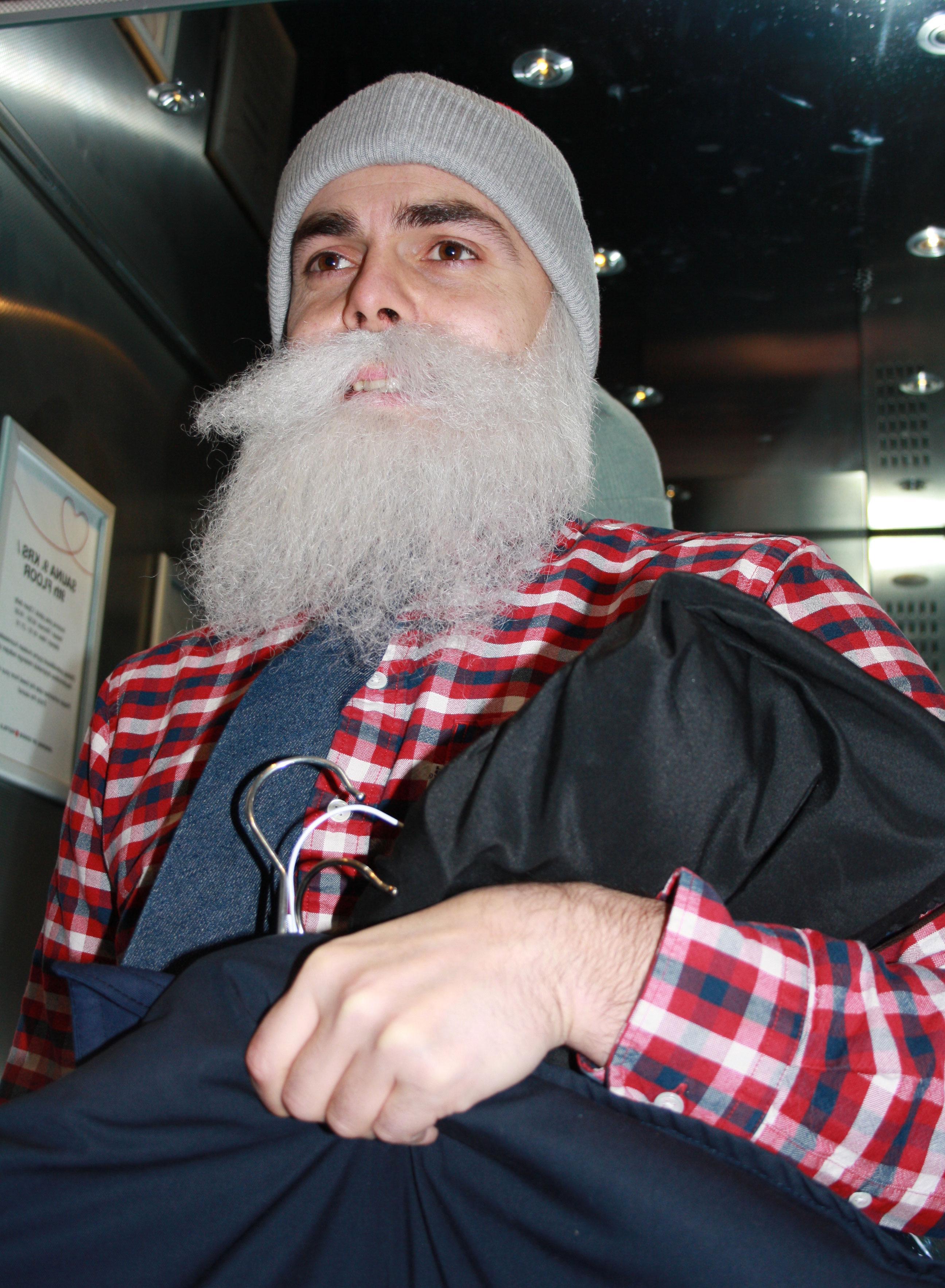 Illalla Brother Christmas nähdään ilman partaa Linnassa.