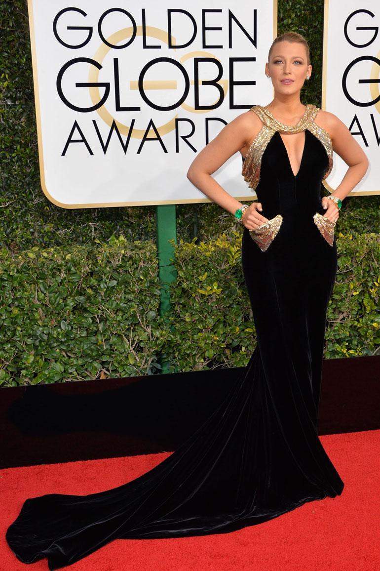 Näyttelijän ja kahden lapsen äidin Blake Livelyn, 29, musta juhlapuku on Atelier Versacen.