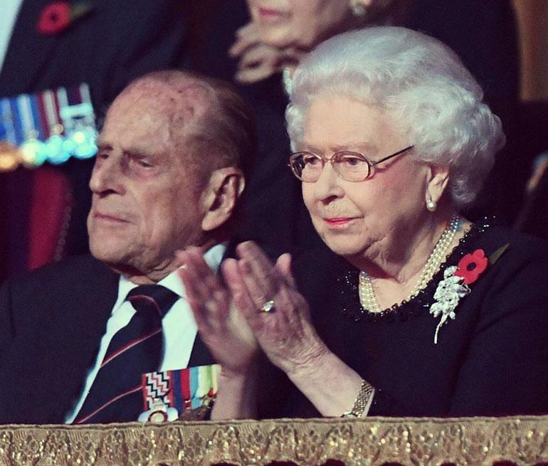 Ison-Britannian hallitsijapari Elisabet ja Philip viettävät rautahääpäiväänsä. Parin häistä tulee marraskuussa kuluneeksi 70 vuotta.