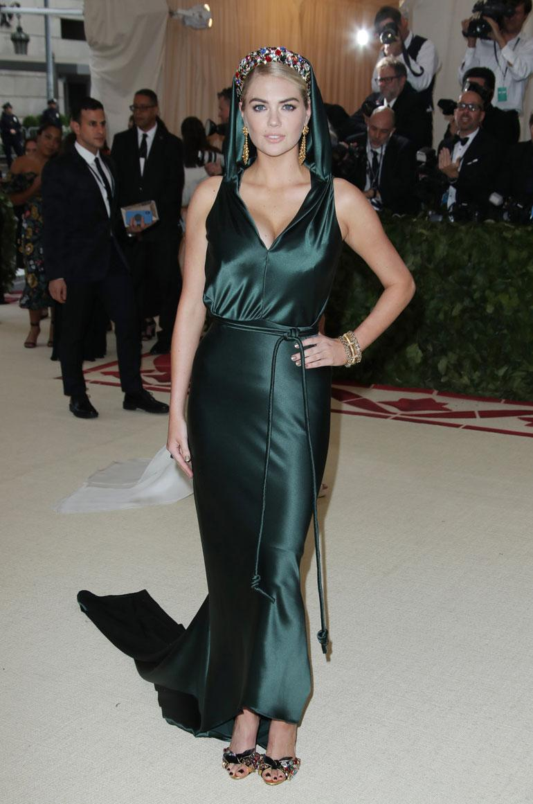 Kate Upton poseerasi vihreässä Zac Posenissa.