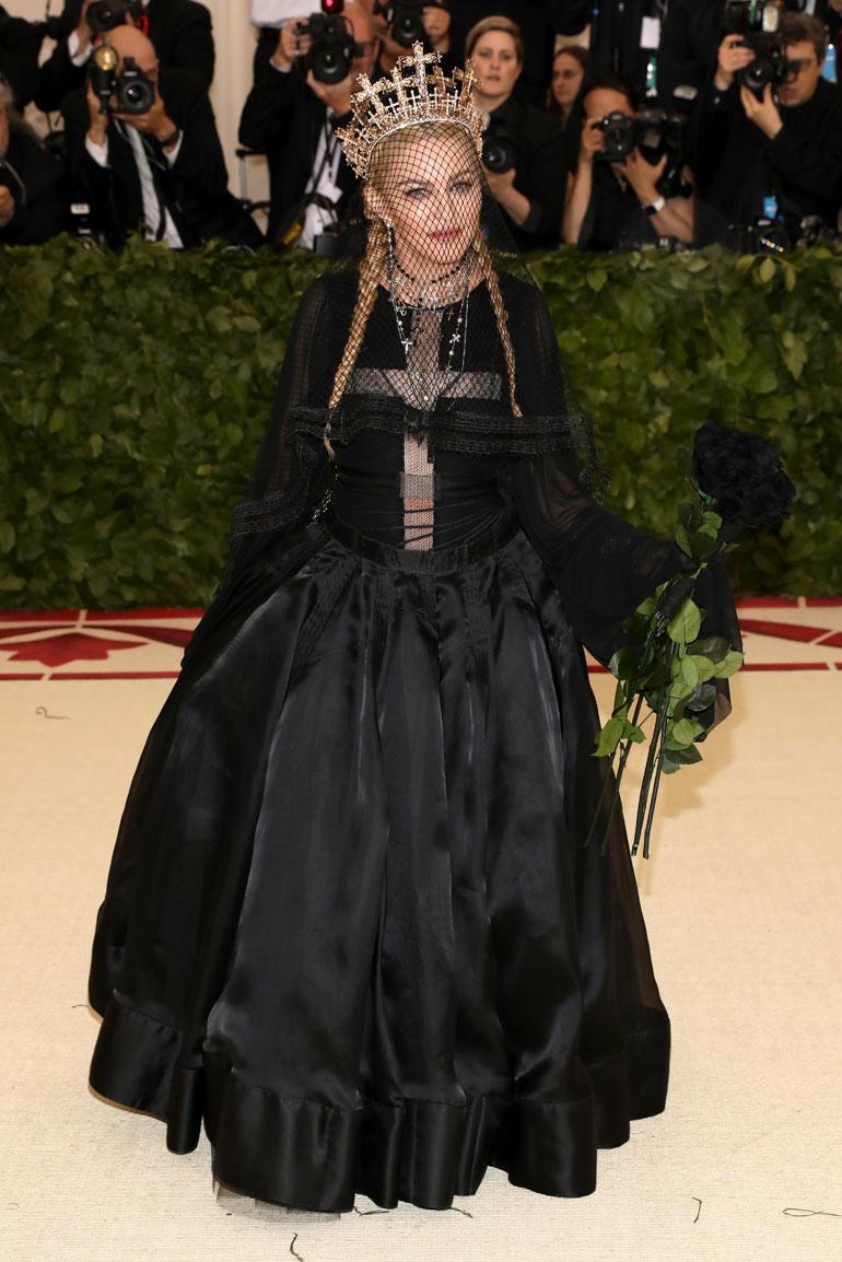Madonna puolestaan paaveili Jean Paul Gaultierissa.
