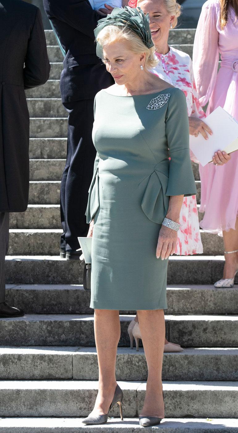 Adriennen Eva-isoäiti edusti tyylikkäänä.