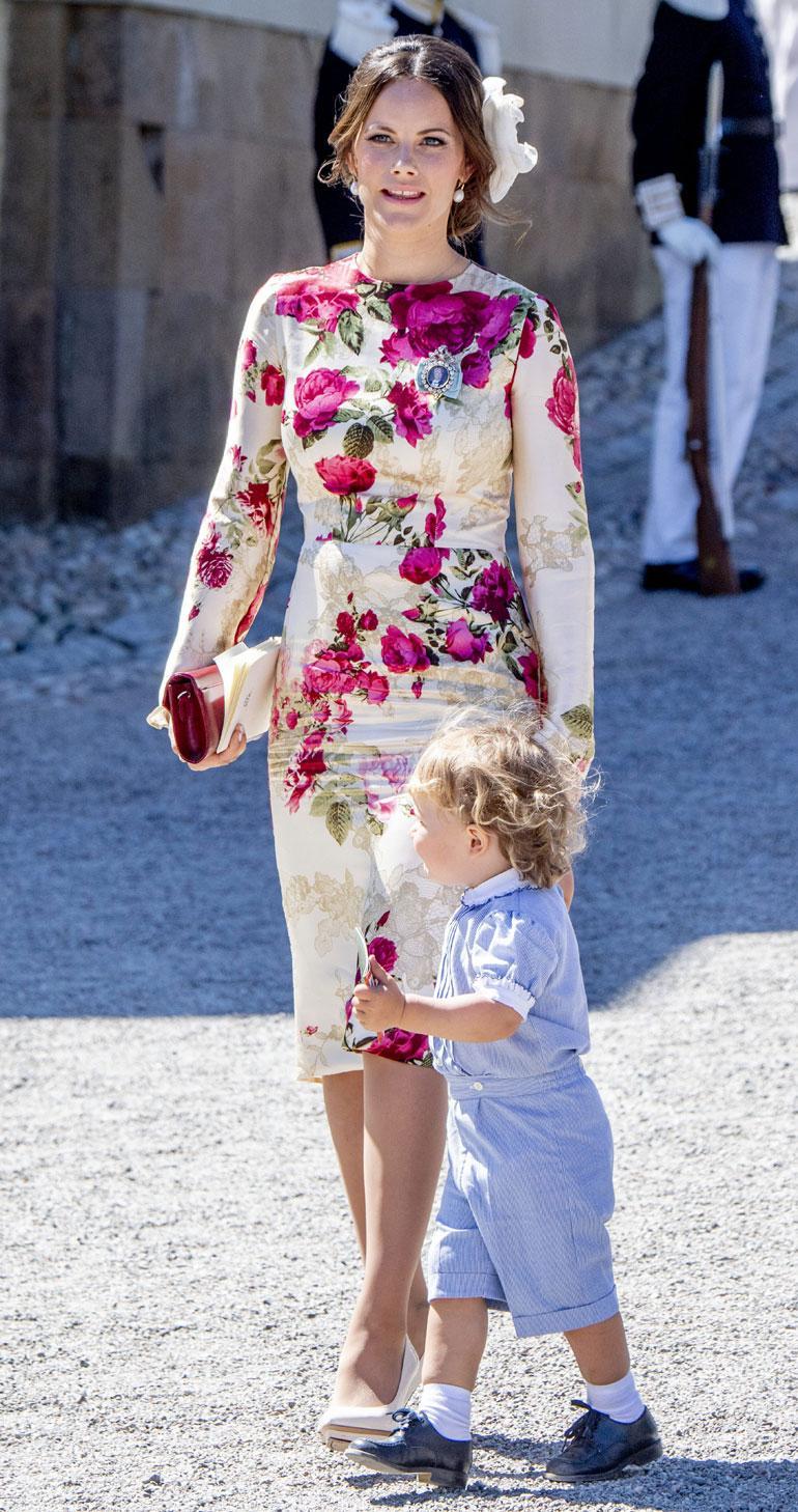 Prinsessa Sofia oli valinnut kastejuhlaan vartalonmyötäisen mekon.