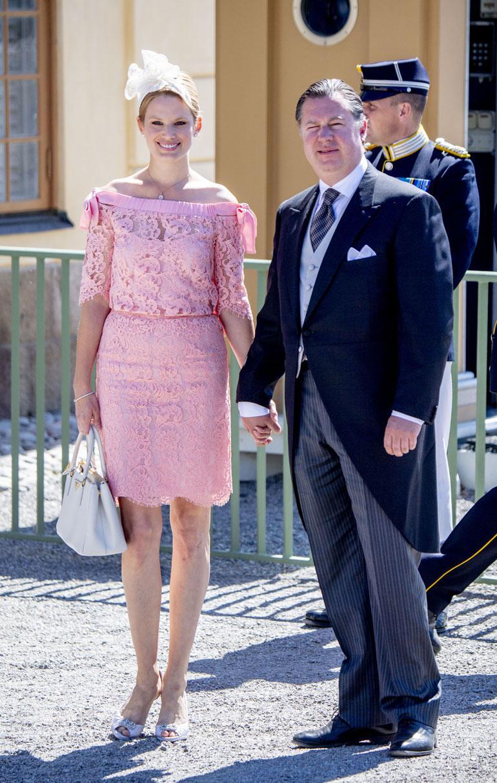 Madeleinen serkku Gustaf Magnuson on naimisissa malli Vicky Andrénsin kanssa.