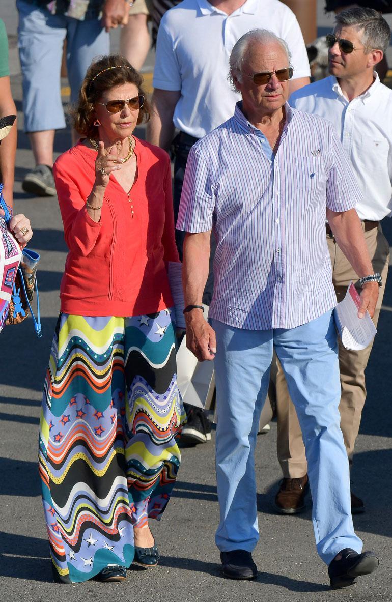 Ruotsin hallitsijapari Kaarle Kustaa ja Silvia matkustaa yleensä elokuussa lomailemaan Etelä-Ranskaan, mutta tänä vuonna he ottivat varaslähdön Ranskaan jo kesäkuussa. Pariskunta viihtyy erityisesti veneilemässä ja pitkillä lounailla Saint-Tropez'ssa.