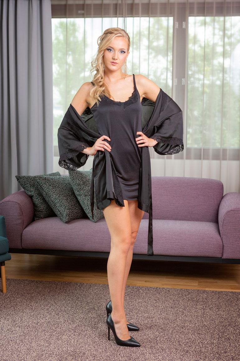 Emilia Anttikoski, Turku, 23 v. 174 cm, 56 kg 82-65-95
