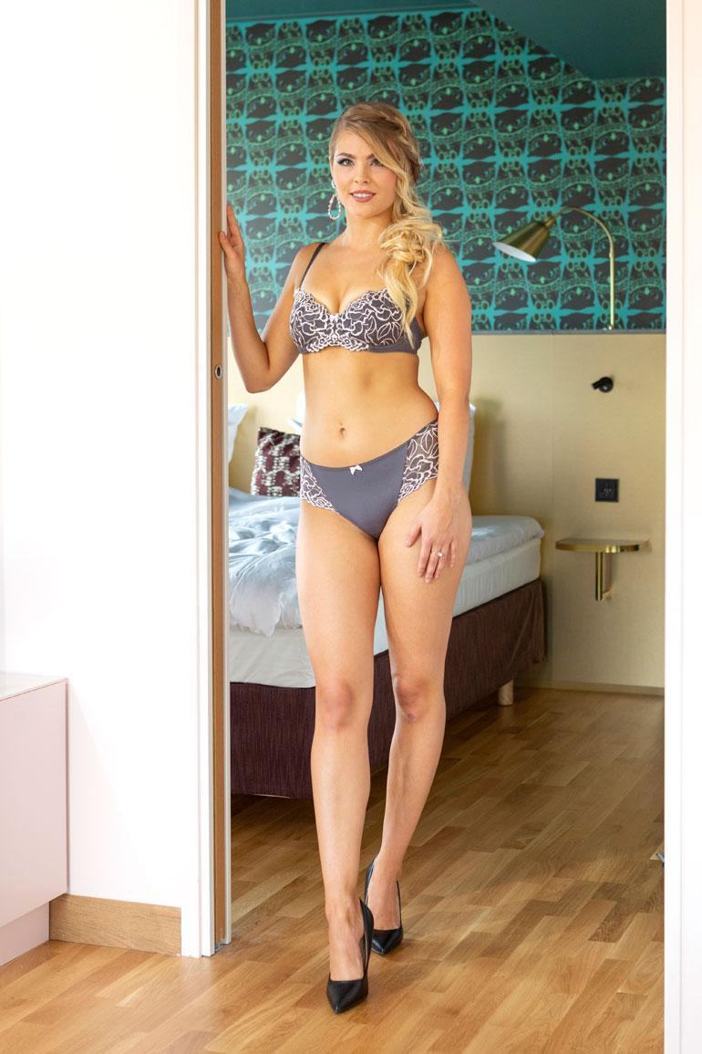 Milla-Mari Waismaa, Helsinki, 23 v. 170 cm, 56 kg 82-64-94