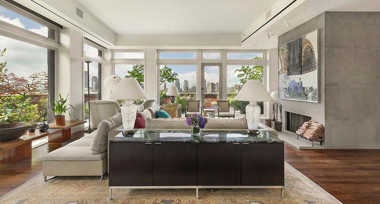 Huoneistosta avautuvat näkymät kolmeen suuntaan, kuten Hudsonjoelle ja New Yorkin satamaan.