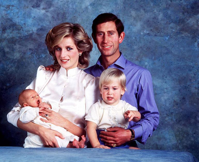 Charlesin ja Dianan perhe kasvoi syksyllä 1984 prinssi Harryllä. Tässä vaihessa Charlesin ja Dianan avioliitto oli jo vaikeuksissa.