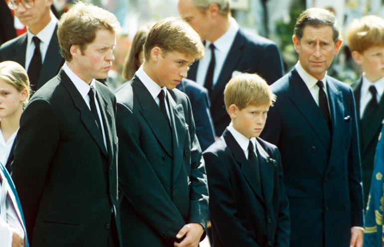 Charlesin elämän raskaimpia hetkiä on ollut elokuinen aamu vuonna 1997, jolloin hän joutui kertomaan pojilleen Williamille ja Harrylle Dianan kuolemasta.