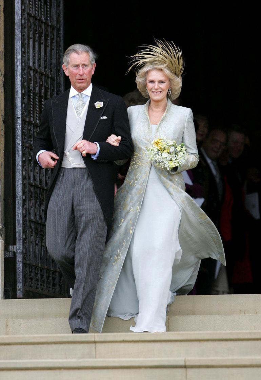 Vuonna 2005 Charles sai vihdoin avioitua elämänsä rakkauden Camilla Parker Bowlesin kanssa. Häitä juhlittiin Windsorin linnassa.