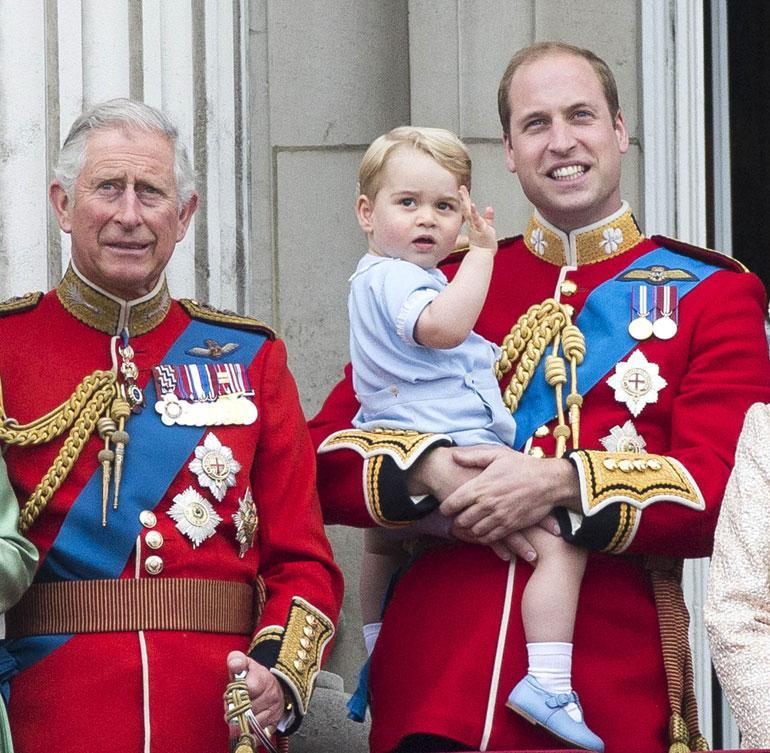 Charles haluaisi viettää paljon aikaa lastenlastensa kanssa. Häntä kuvaillaan isoisäksi, joka jaksaa peuhata lasten kanssa tuntikausia.