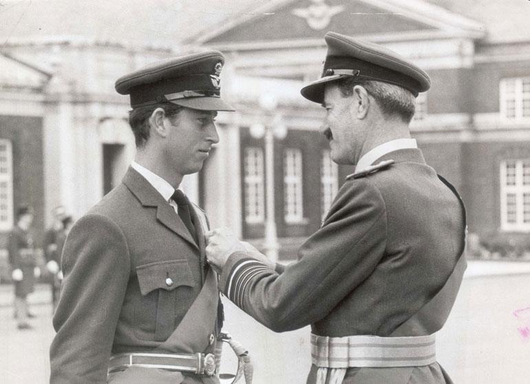 Charles opiskeli lentäjäksi 1970-luvulla kuninkaallisissa ilmavoimissa. Hän on palvellut myös laivastossa. Yliopistossa hän opiskeli historiaa, arkeologiaa, antropologiaa ja ja kymrin kieltä.