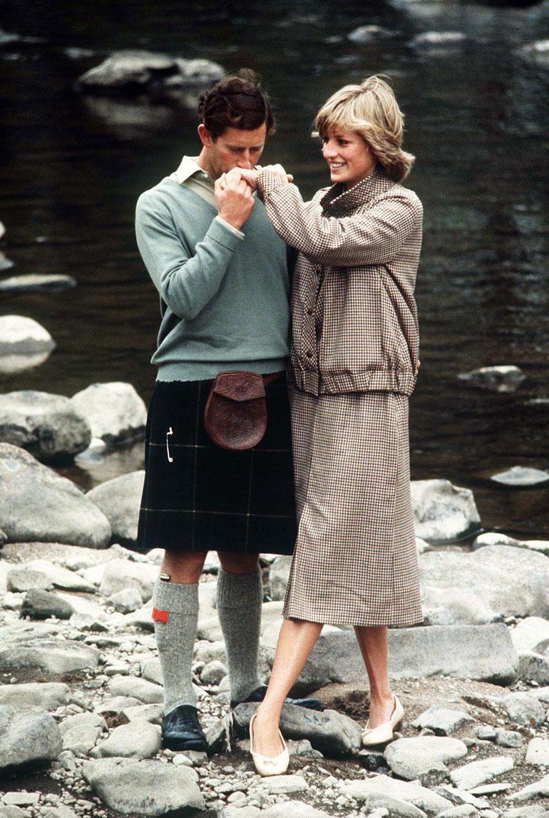 Heinäkuussa 1981 Charles nai aristokraattiperheen nuorikon, 19-vuotiaan Lady Dianan Spencerin. Tuoreessa elämäkerrassaan Charles myönsi, ettei avioliittoa solmittu rakkaudesta.