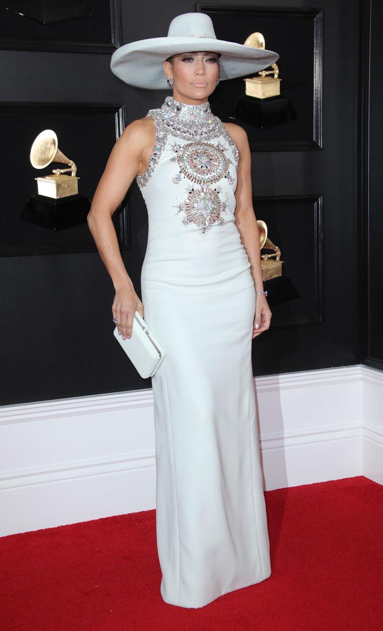Jennifer Lopezin Ralph & Russon iltapuku ja erikoinen hattu eivät vakuuttaneet, ja moni nimesi hänet yhdeksi illan epäonnistuneimmista pukeutujista.