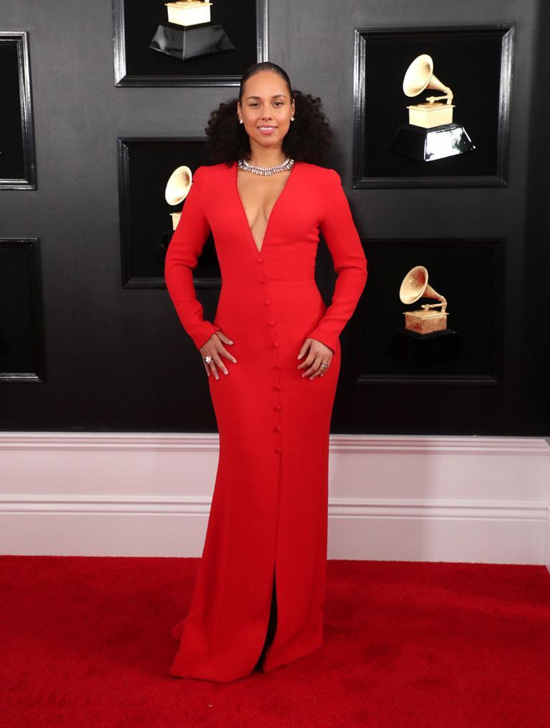 Alicia Keys on viime aikoina viihtynyt julkisuudessa kantaa ottavasti lähes aina ilman meikkiä. Punaisessa iltaeleganssissaan kaunotar luotti Armaniin.
