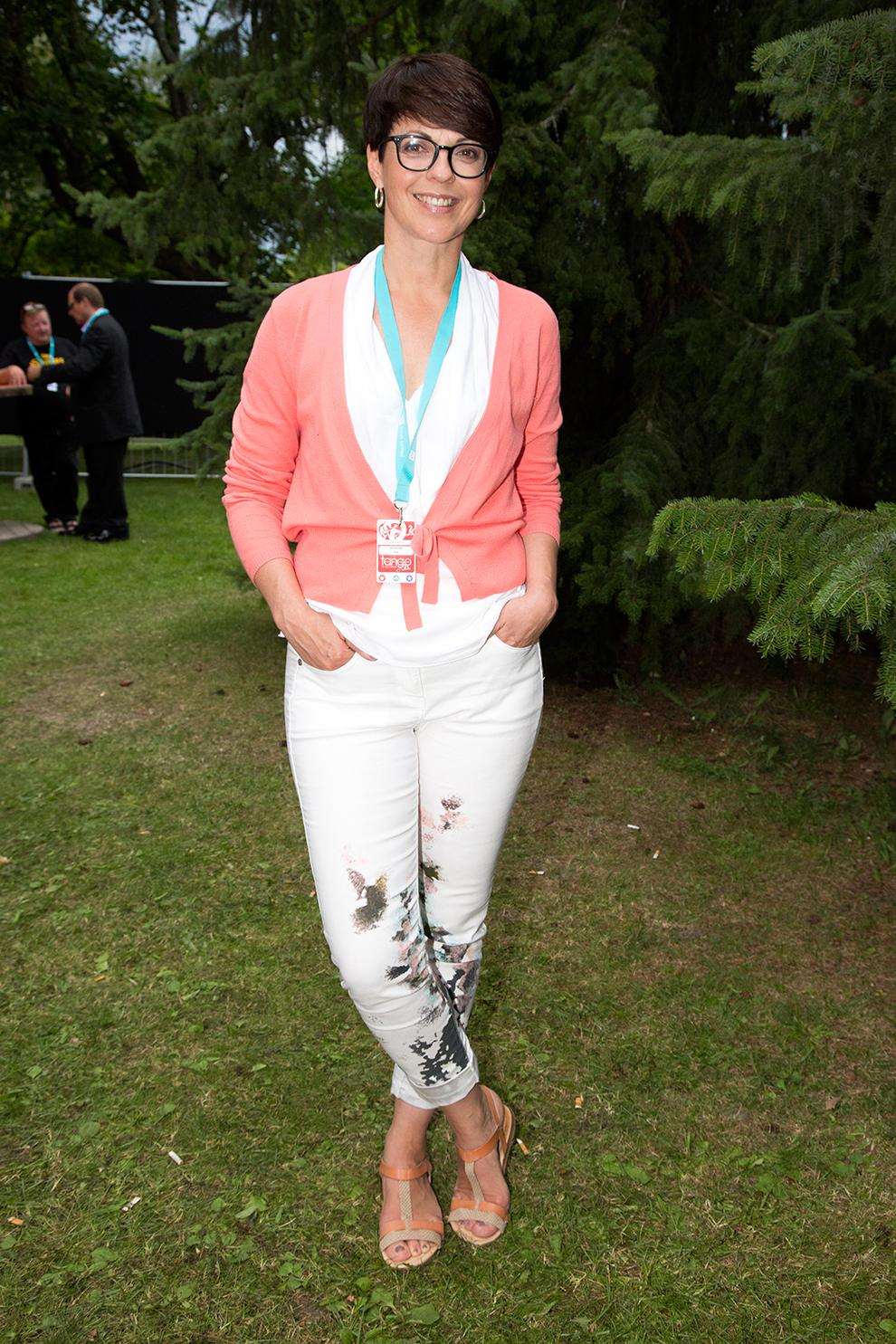 Arja Koriseva yhdisti Converse-tennarit mekkoon - kuva hauskasta tyylinäytteestä!