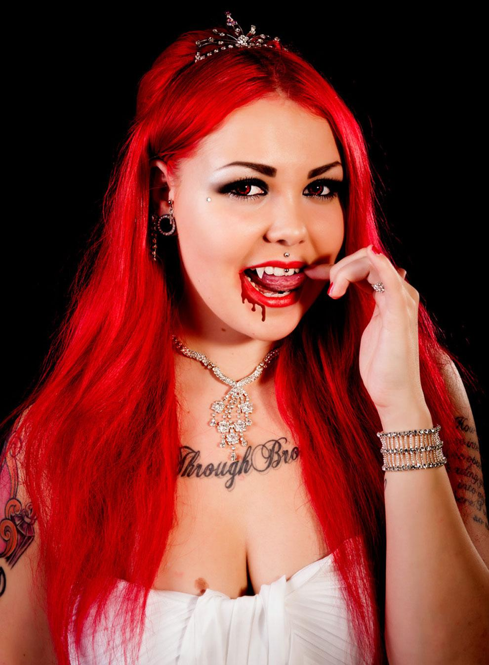 Lady Laurenn verisenä vampyyrihirviön morsiamena - kuvat!