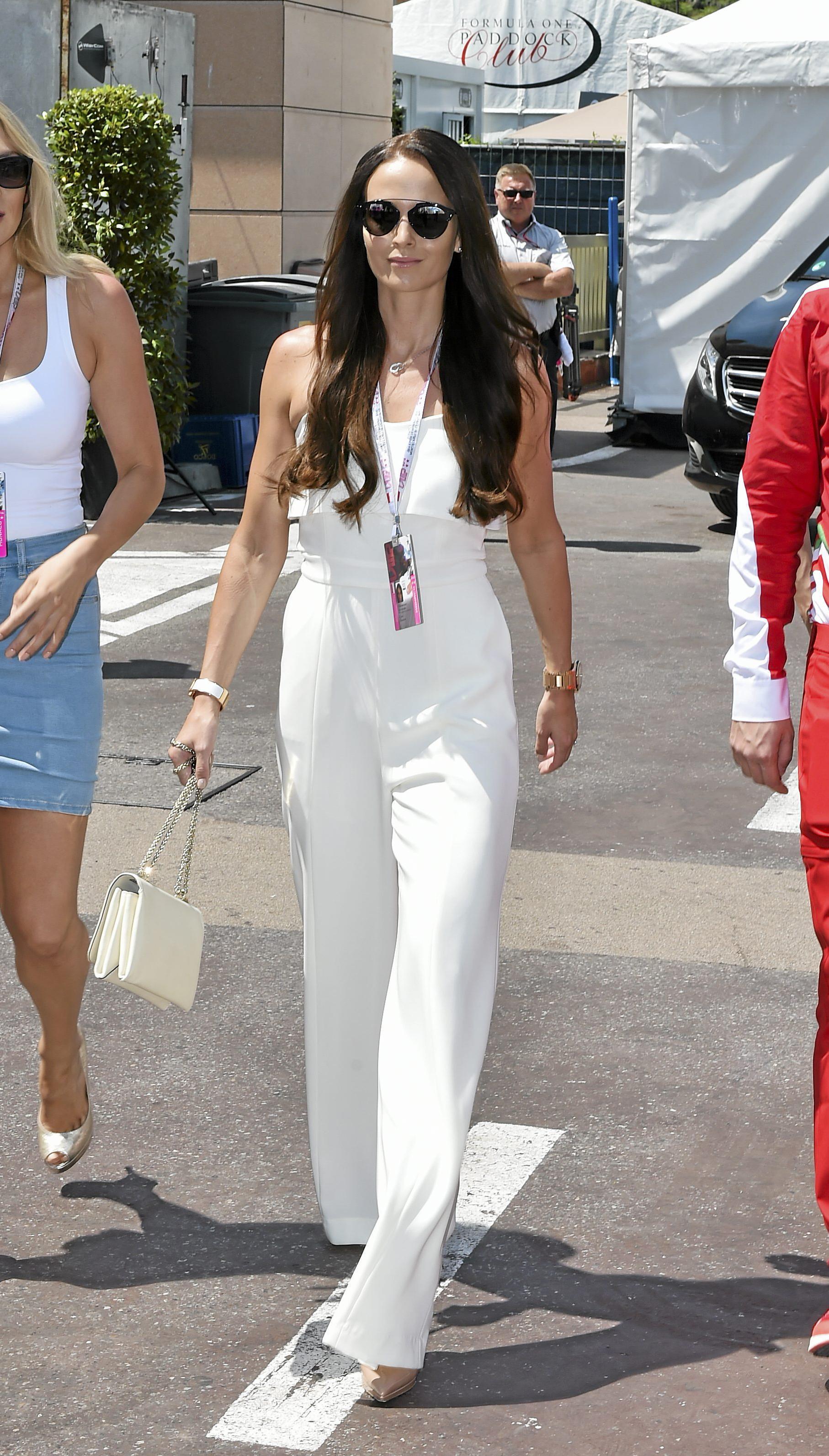 Julkkisnaisten kuuma aurinkolasimuoti: Kendallilla