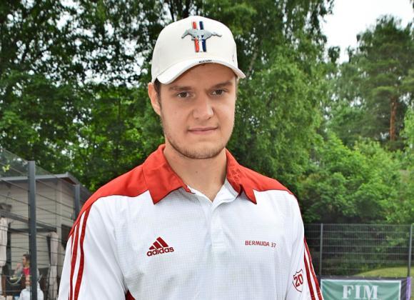 Aleksander Barkovin Julia-rakas myy asuntoja.